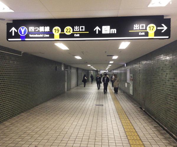 1.本町駅 17番出口より地上へ出ます
