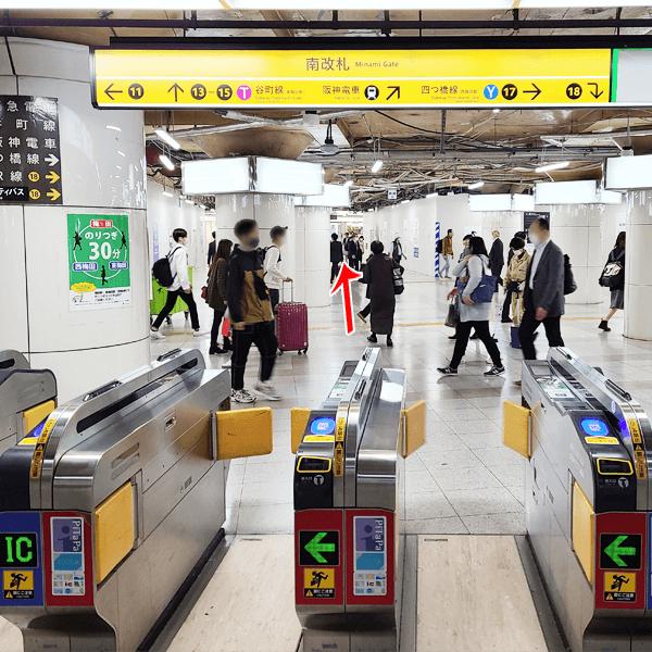 1. 地下鉄御堂筋線 梅田駅南改札より出て直進します。