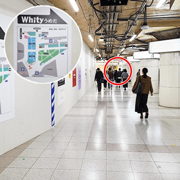 2.改札を出てすぐ左手にある「Whityうめだ」への案内図に従い直進します。