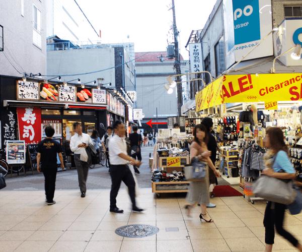 2.商店街を横切り大通りへ出ます